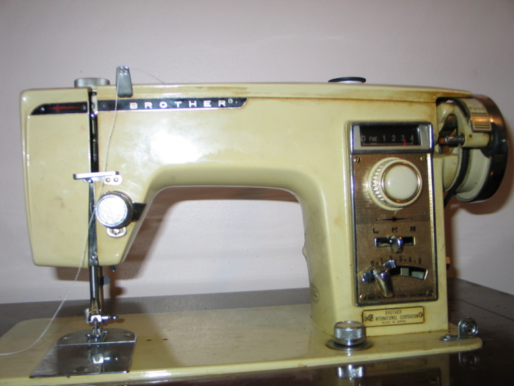 vintage sewing machine identification