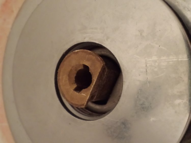How To Replace A Broken Bathtub Drain Stopper